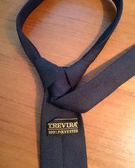 slips-slim-sort-retro-moderne-genbrug-trend