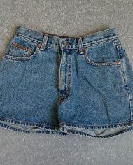 calvin-klein-shorts-denim-90s-hoejtaljede-genbrug-trend