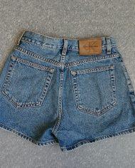 calvin-klein-shorts-denim-90s-hoejtaljede-genbrug-trend-bagfra