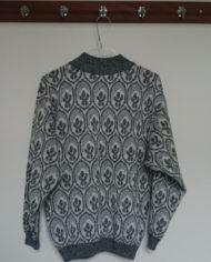 Sweater – Sort og Hvid – Tapetmønster – Retro – Genbrug – Trend – Mie Arida – Forfra