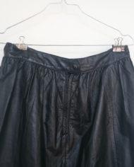 Nederdel – Læder – Vidde – 80's – Retro – Genbrug – Trend – Mie Arida – Nærbillede bag