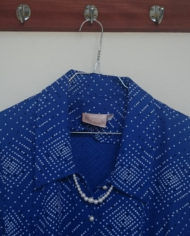 Kittelkjole – Mønstret – Halskæde – Perlemor – Bælte – 80'er – Retro – Genbrug – Trend – Mie Arida – Forfra detalje