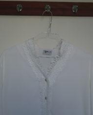 Skjorte – Korte ærmer – Blonde – Perlmors knapper – Vintage – Genbrug – Trend – Mie Arida – Detalje