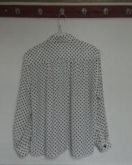 Skjorte – Polkaprikker – Sort og Hvid – 80's – Vintage – Genbrug – Trend – Mie Arida – Bagfra