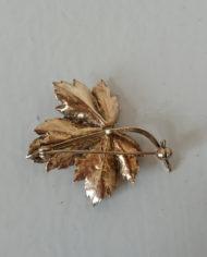 Broche – Ahornblad – Guldsmed – HIM – Forgyldt Sølv – Vintage – Genbrug – Trend – Mie Arida – Bagfra