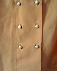 skjortebluse-pufaermer-dobbelradet-laksefarvet-genbrug-trend-naerbillede