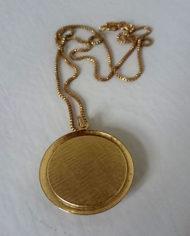 Halskæde – Guld – Medaljon – Marmor – Mint – Retro – Genbrug – Trend – Mie Arida – Bagfra