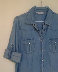 Skjorte – Denim – Perlemor – Retro – Genbrug – Trend – Mie Arida – Detalje