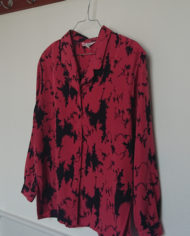 Skjorte – Abstrakt – Laksefarvet – Sort – 80's – Retro – Vintage – Genbrug – Trend – Mie Arida – Siden